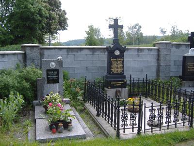 Hrob Marie Wagnerové-Černé a hrob jejích rodičů, setry a švagra na mníšeckém hřitově